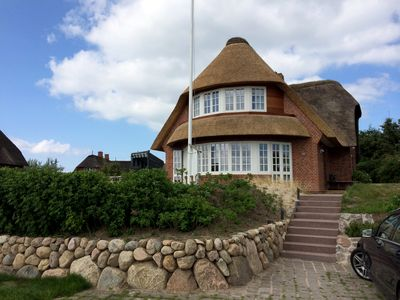 Photo for Thatched holiday house with direct views of the Wadden Sea, with large garden