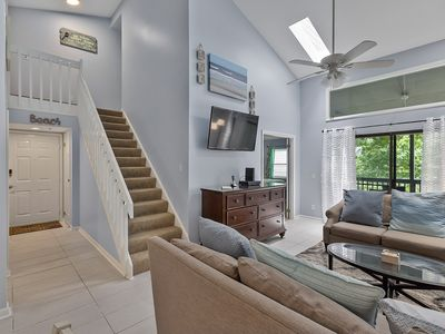 Photo for 3 Bed/3 Bath Spacious TreeTops Villa with Screened Porch - Near Beach