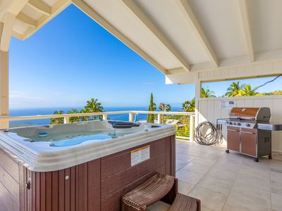 Luxury Home With Amazing Ocean View Above Kealakekua Bay -BIG lanai with HOT TUB