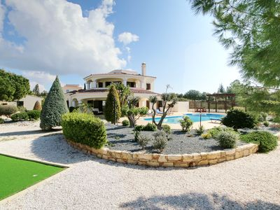 Photo for Super 4 bed villa with large private pool in great location!!