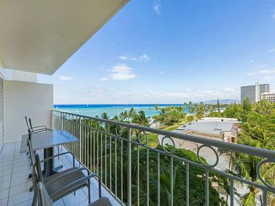 Primo View Beach Condo w/Washer/Dryer, Free WiFi, Kitchen–Waikiki Shore  #716
