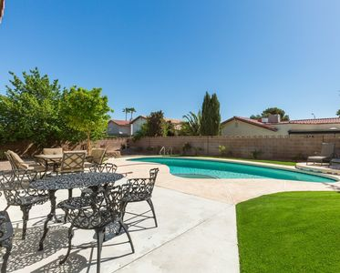 SLEEPS 10! Entire Home w/ Pool and High Speed WiFi! Very close to Strip!