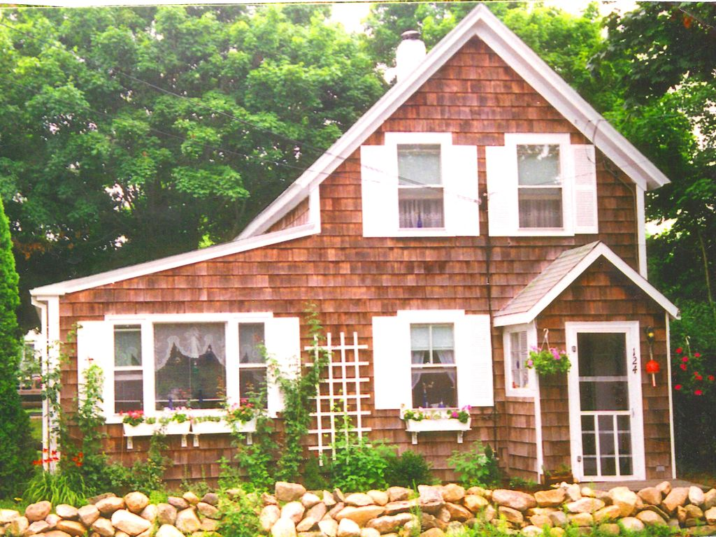WALK TO BEACHES,HARBOR,EVERYTHING!!... - HomeAway Oak Bluffs