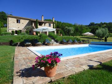 Beautifully Restored Stone Farmhouse With Mountain Views And Pool
