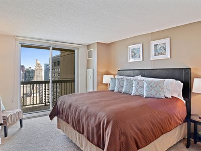 Photo for Elegant, dog-friendly suite close to the Magnificent Mile - pool, hot tub, & gym