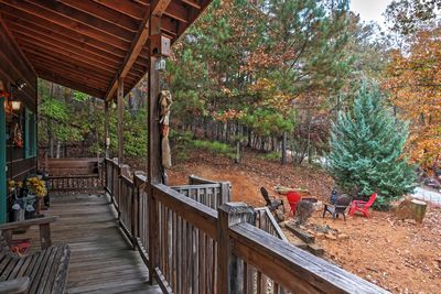 The cabin boasts 3 bedrooms, 3 bathrooms, and room for 7 guests.