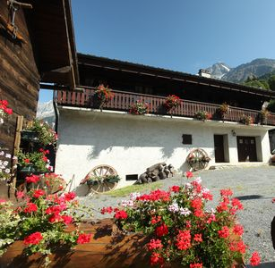 Photo for farmhouse 93m2 hab foot of the park private park 4 veh -WIFI 6km of CHAMONIX