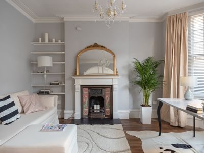 Photo for Charming 1 bed flat in Putney