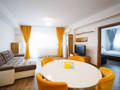 Photo for Spacious & Bright 2 bedroom Central Apartment