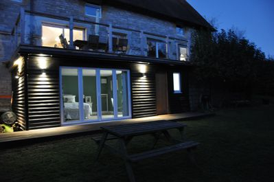 WOODVALE GARDEN SUITE AT NIGHT
