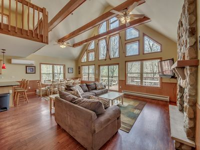 Red Rock View of Big Boulder, 6 Bedroom, 2 Master Suites, Hot Tub, Pool Table, WIFI