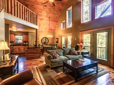 Rustic Cabin with fire pit, WIFI, Sat.TV, etc.