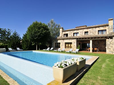 Nice luxury Villa with pool and barbecue. Ping Pong 2. 500 m of garden.