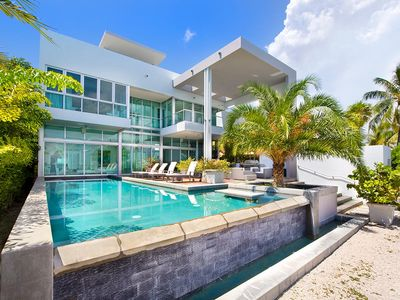 Photo for Spectacular four bedroom widebay waterfront modern villa