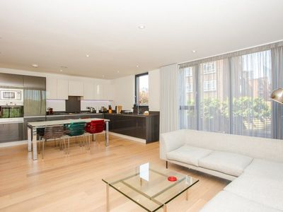 Photo for Three Bedroom Flat In Shoreditch With Large Balcony
