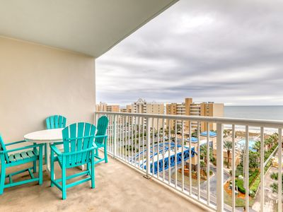 Photo for Newly upgraded condo w/ shared pools, hot tub, lazy river & beach breezeway