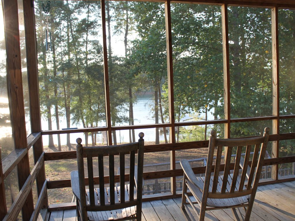 Camp creek cottage lakefront property getaway with dock for Cottages of camp creek