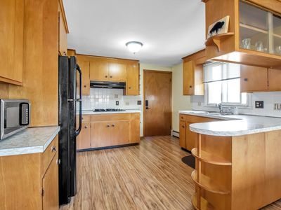 Photo for Quiet suburban home 10 minutes from airport/25 min from Niagara Falls