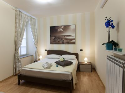 Photo for THREE-ROOM APARTMENT 6 PEOPLE IN FULL HISTORICAL CENTER FREE WIFI WITH A / C-ATF CIT
