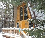 Beautiful, quiet, cozy cabin in the trees