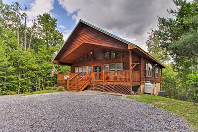 New Rustic Smoky Mtn Cabin W Hot Tub Deck Views Pigeon Forge