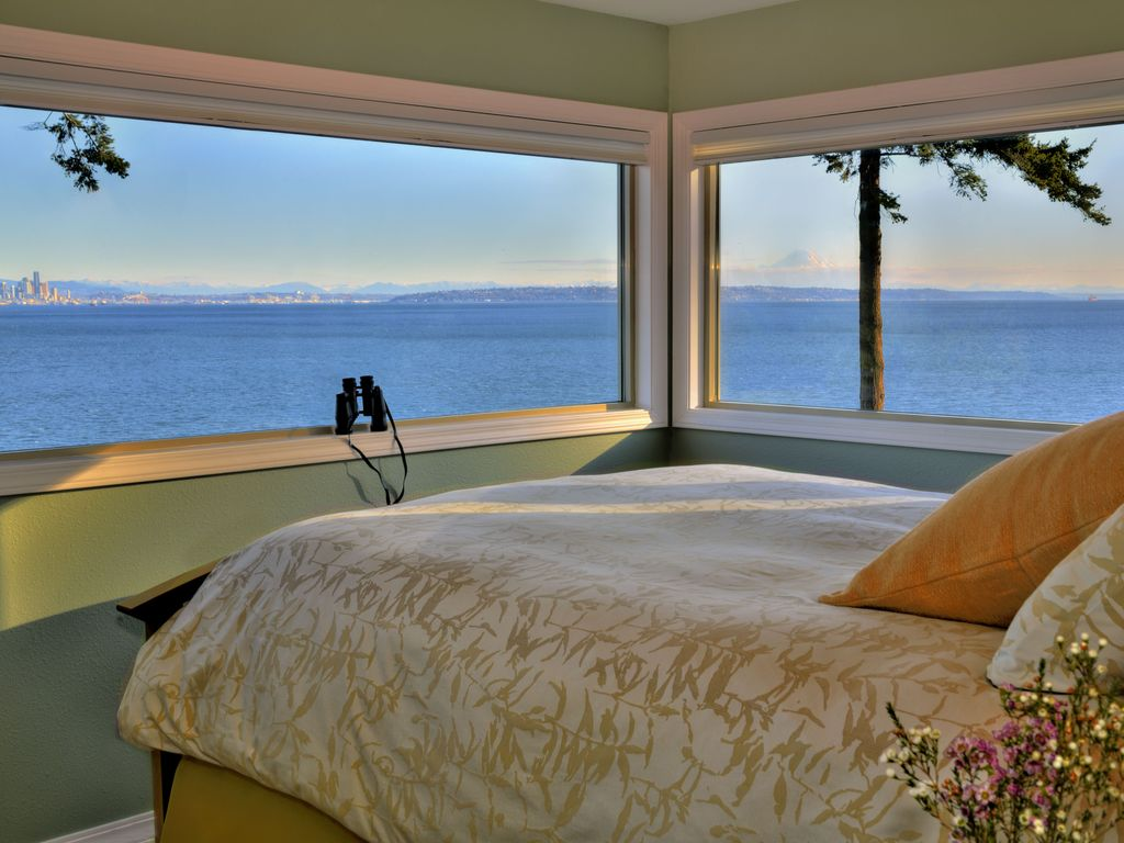 Rising Moon Beach House: Bainbridge 2-BR Waterfront with Panoramic ...
