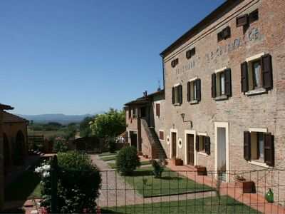 Photo for Beautiful apartment for 6 guests with pool, pets allowed and parking, close to Cortona