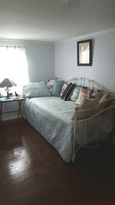 Pop up trundle day bed 2nd bedroom can be 1 twin, 2 twins, or king size bed.