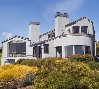 Enter this house and expect to be amazed by the power and beauty of the ocean!!