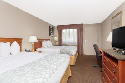Unit with 2 Queen beds and flat screen TV