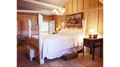The Bunkhouse, A Romantic Riverside Get-A-Away for Two