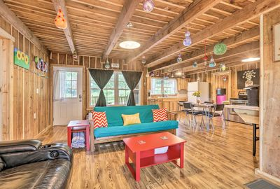 Charming artwork can be found throughout this Lake Cumberland area cabin.