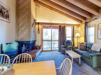 Photo for Inviting condo w/ shared pool & hot tub - 1 mile from the slopes, near Tahoe