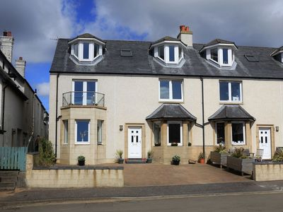 Photo for A fantastic 5 bedroomed house close to the harbour and beach