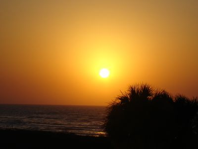 Sun rises diagonally to front of house. Catch speckled trout in surf early AM.