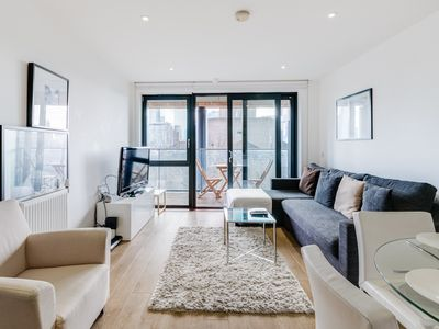 Photo for Stylish Canary Wharf Home by The Docklands