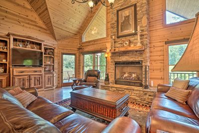 Map out your Smoky Montains escape to this high-end Oak Ridge Estates Cabin!
