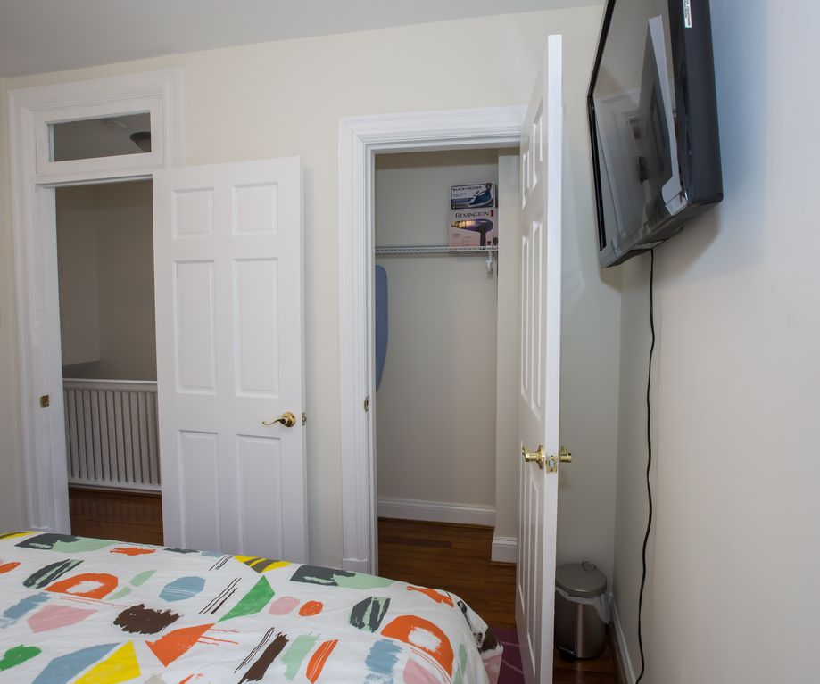 3-min WALK to PETWORTH METRO; 10mins to CONVENTION CENTER & DOWNTOWN DC (d-2-d)