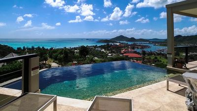 LUXURY AT ITS BEST, INCREDIBLE VIEWS, INFINITY POOL, BEST REVIEWED, PRIVATE!!!