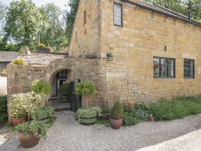 Photo for Oat Hill Cottage, BROADWAY