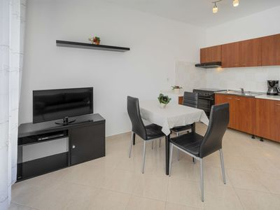 Photo for Lovely apartment for 3 people with WIFI, A/C, TV and parking