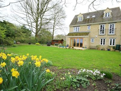 Photo for 5 BURFORD MEWS, family friendly, with a garden in Burford, Ref 988757
