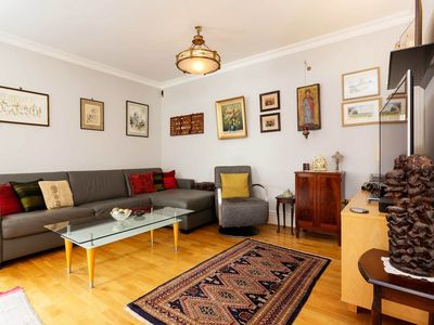 Photo for Two bed apartment located only minutes away from the British Museum (Veeve)