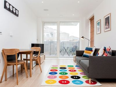Photo for Colourful Modern Brixton 2 Bed with Balcony