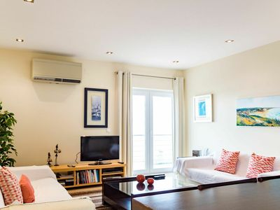 Photo for Beautiful apartment for 6 guests with A/C, WIFI, pool, TV, balcony and parking