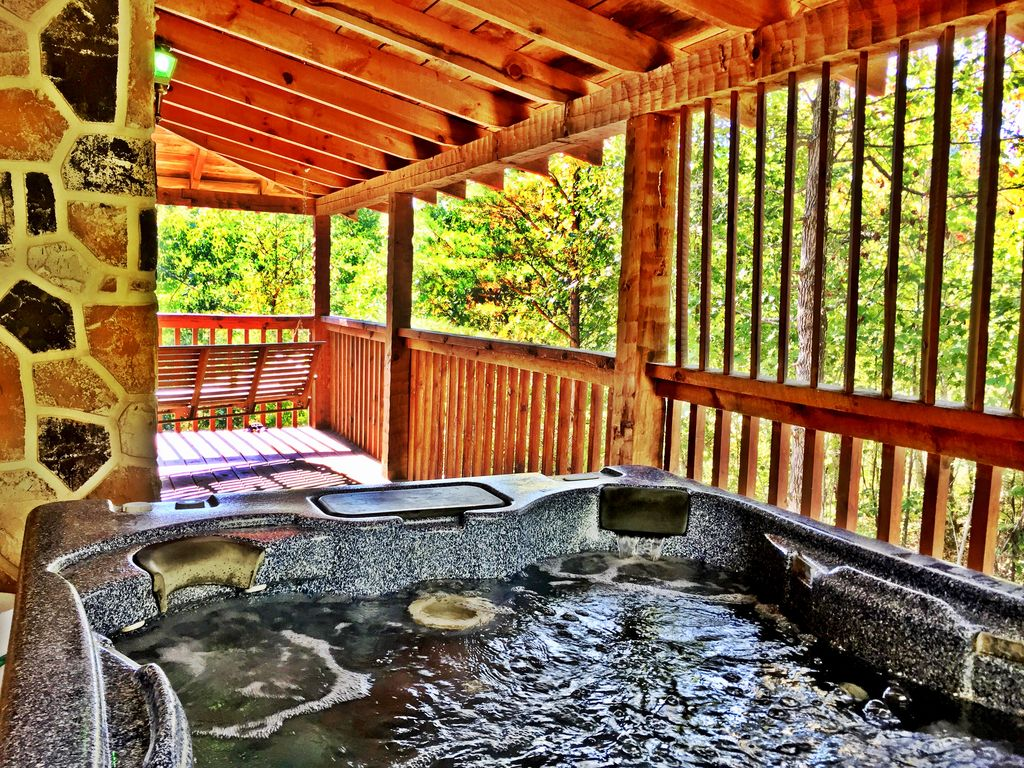 Private log cabin 2king bed wifi mountain view hot tub for Log cabin with hot tub one night stay