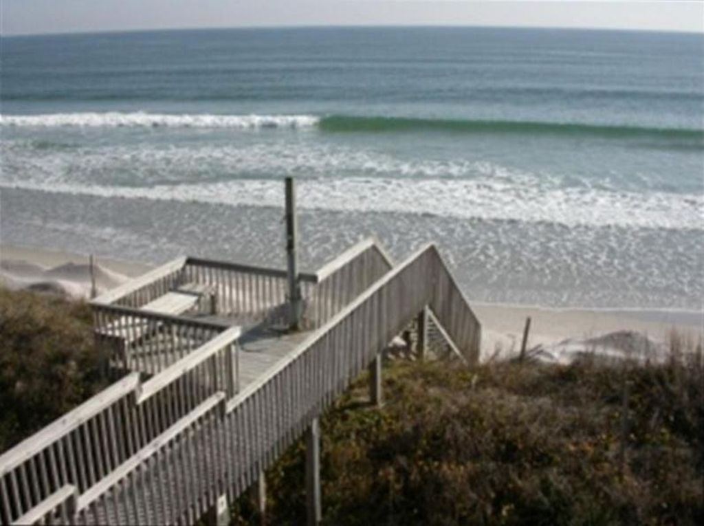 Amazing single family oceanfront vacation home 239558 for Jolly roger pier fishing report