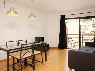 Photo for A stylish and modern two-bedroom apartment in the stunning green lung of the city of Barcelona.