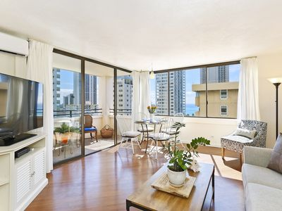 Ocean/Diamond Head Views, High Floor, A/C, Washer/Dryer, WiFi, Parking!