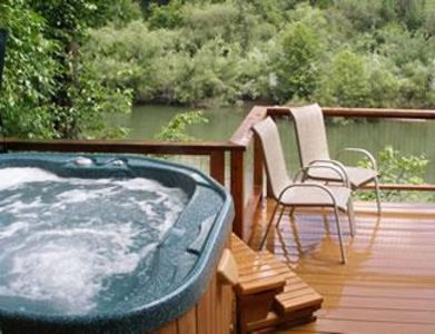 FireFly Lodge Riverview Deck & Spa